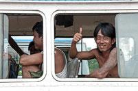 Mit dem Bus durch Myanmar reisen.