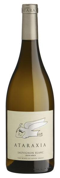 SAUVIGNON BLANC  2017  Dieser Wein begünstigt Individualität und Mineralität vor intensiver Frucht, zeigt diese jedoch deutlich mit verführenden Aromen tropischer Früchte und Zitronengras.  Auch am Gaumen lassen diese sich leicht entdecken und werden durc