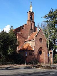 Friedhofskapelle mit Glockenturm