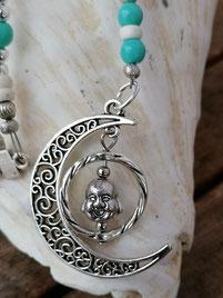 Lange Halskette Perlenkette Modeschmuck Perlenschmuck Perlenatelier Perlendesign Schmuck mit hell- und türkisblauen Glasperlen, weissen Kokosrondellen, Buddha Anhänger im Halbmond, Metallperlen