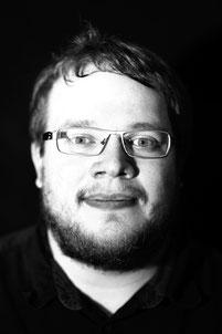 Dominik Bierbüsse (E-Bass/Kontrabass)