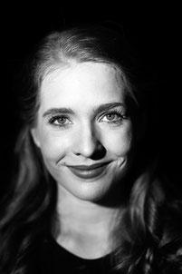 Scarlett Saurat (Jenny Hill)