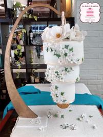 Tarta de boda colgante de 3 pisos. Tarta invertida de terciopelo rojo. Tartas de boda en Cartagena, Murcia. Tarta de boda espectacular.