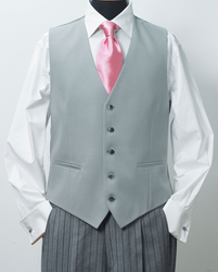 www.mueden.de, Smoking und Frack, heller Anzug mit rosa Krawatte