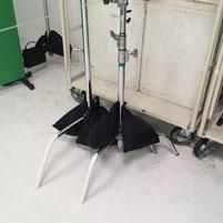 スタジオに常備されているセンチュリースタンドの写真。