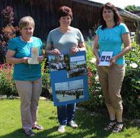 Waltraud Eiber, Christina Wutz und Sabine Höcherl freuen sich über die gelungene Festschrift.