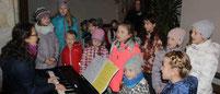 Der Kinderchor gestaltete die Krippenfeier musikalisch.