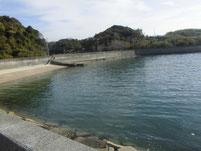 津木漁港 左側の海岸