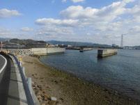 居守漁港 道路横海岸