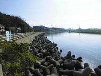江川河畔公園周辺 公園上流側