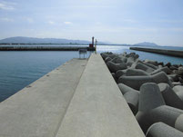 津屋崎漁港 ヨットハーバー横の波止