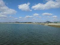 秋穂漁港 右側の砂浜の写真