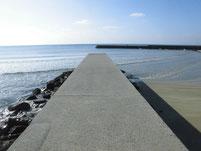 勝浦漁港 左側 内波止