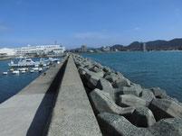 津屋崎漁港 赤灯台の波止 付け根付近