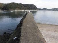 戸田津木海岸の波止 地磯側の波止