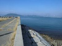 粭島漁港 岸壁 水道側