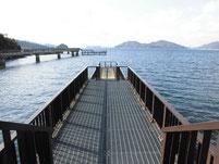 海上プロムナード 右側の釣り桟橋