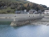 大島漁港 右側 内波止