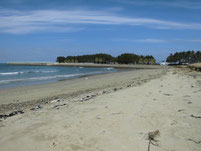 西郷川 河口周辺 右側 砂浜