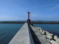 津屋崎漁港 赤灯台の波止 先端付近