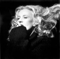 たばこをくわえたJ.M。40~50代の流布するイメージ。