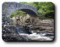 Pont et rivière à Invermoriston