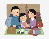 家族で災害用品を持ち、避難している様子。 イラスト