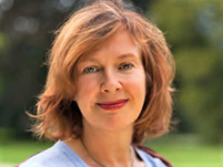 Hypnosetherapeutin Susanne Westphal-Gärtner vor grünem Hintergrund