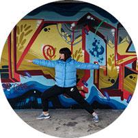 Happy Teen Yoga im Raum der Achtsamkeit mit Lucia Di Francesco