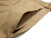 両サイドに深めのポケットがついています。