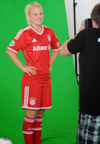 Making Of vom Fotoshooting von Fotograf Karsten Lauer mit den FC Bayern München Frauenfußballerinnen ©Martina Schnapp
