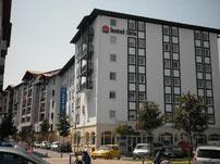 5.7 km : IBIS HOTEL in Saint-Jean-de-Luz.