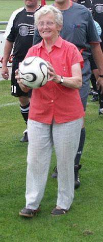 War jahrzehntelang für Eintracht am Ball: Margret Husmann, die am 08. Dezember 2014 im Alter von 81 Jahren verstorben ist.