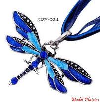 Collier à pendentif libellule bleue et son cordon de soie
