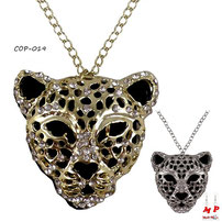 Pendentif tête de léopard dorée
