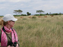 Verena in der Steppe Ugandas