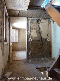 Treppenhaus vor den Lehmputzarbeiten