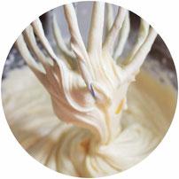 Bild: Eierlikör Kuchen Rezept, dieser einfache Eierlikör-Gugelhupf schmeckt besonders gut im Frühling und an Ostern; gefunden auf www.partystories.de