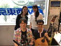 後列左から片桐さん、田中さん 前列右が梨木君とアイリッシュブズーキ