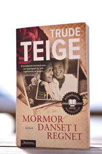 Anna Deichmann and Alfred on the front cover of Trude Teige's novel