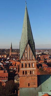 """der """"verdrehte"""" Kirchturm"""