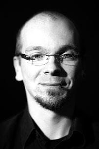 Benjamin Hinkeldey (E-Bass/Kontrabass/Gitarre I)