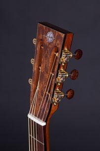Heeres Guitars 00-Model Steelstring Headstock
