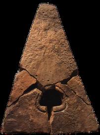 Stèle en bâtière croix guillaume saint-quirin site archéologique gallo-romain