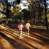 Trainingslager Monte Gordo: Laufen im Pinienwald mit Sanaa