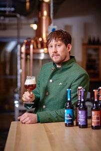 In der Brauerei Aldersbach kann man Bierspezialitäten verkosten und sogar Craftbeer selbst brauen.