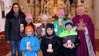 Pfarrer Arnold stellte die sechs Kommunionkinder vor.