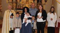 Tina Rötzer hat das Sakrament der Taufe empfangen.