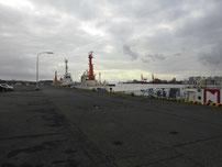宇部港 右側の岸壁 の写真