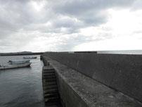 大喜漁港 右側の波止 の写真